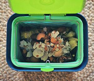 Приготовление компоста из кухонных отходов